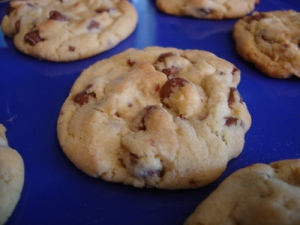 oatmeal, raison, chocolate chip and pecan cookies
